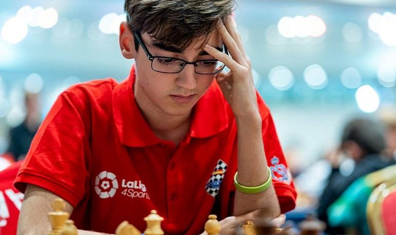 Pedrola recibe al campeón mundial de ajedrez Pedro Ginés
