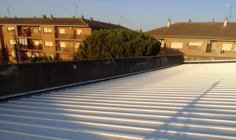 Finalizada la sustitución del tejado del Pabellón 81