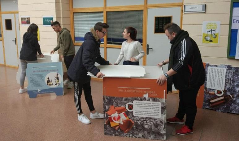 «Vidrio es, y vidrio será», la exposición para concienciar a los jóvenes sobre el cuidado del Medio Ambiente
