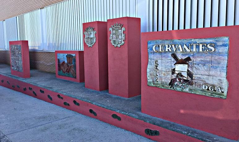 Reubicada la cerámica del antiguo colegio Cervantes de Pedrola