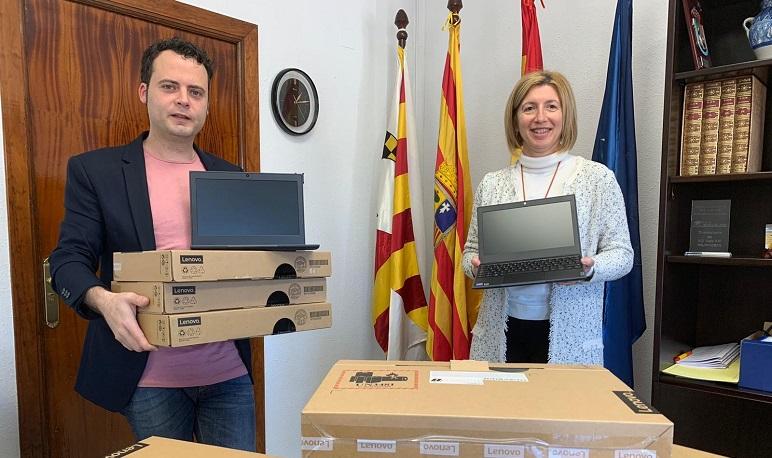 El Ayuntamiento de Pedrola entrega en préstamo 9 ordenadores a niños de la localidad