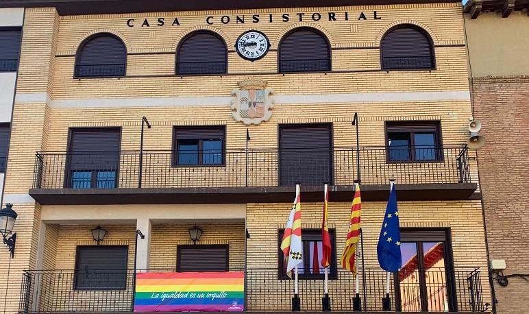 La bandera del Orgullo lucirá en el balcón del Ayuntamiento de Pedrola durante esta semana porque en Pedrola, la Igualdad es un Orgullo