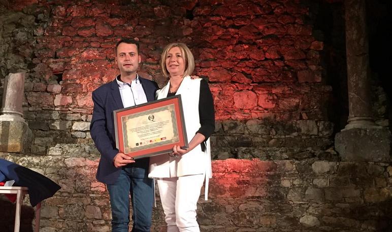 El Ayuntamiento de Pedrola recoge el sello de calidad a su certamen de teatro Amateur